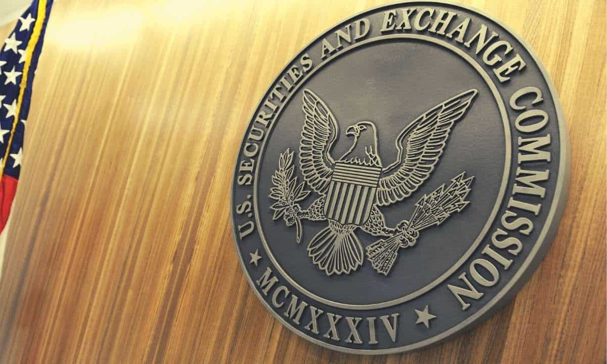 Crypto Community Hits Back Hard at SEC as it Threatens to Sue Coinbase over its Lending Service